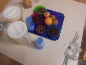 Vmes smo pomalicali nekaj rozinic, lešnikov v čokoladi in malo sadja