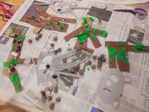 Izdelovali smo mišje maske, vsak pa si je izdelal še svojo čarobno lesko iz pravljice