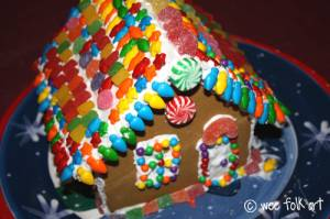 2010Gingerbread-house1