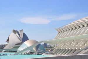 Ena največjih znamenitosti mesta – Mesto znanosti in umetnosti (Ciudad de las Artes y las Ciencias) je vsekakor vredno ogleda in v njem boste z lahkoto preživeli dan ali dva.